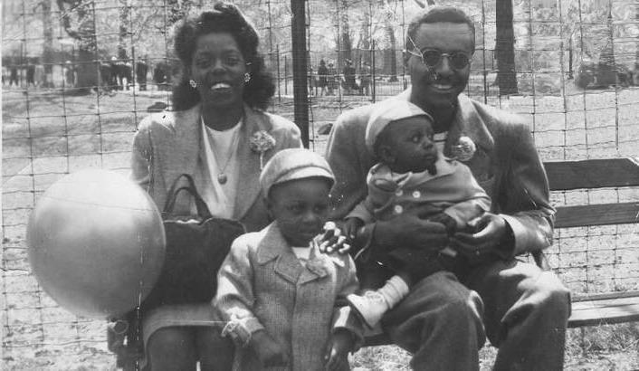 Ronald L. Mallett в детстве с родителями