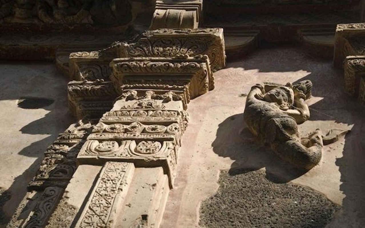 Храм Кайласанатха
