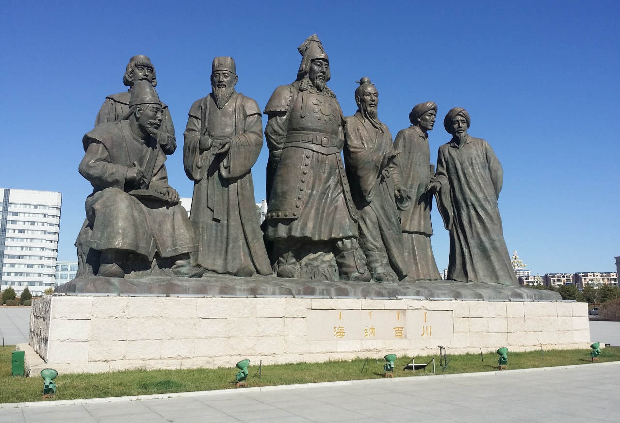 Ордос. Внутренняя Монголия. Памятник Чингис-Хану.