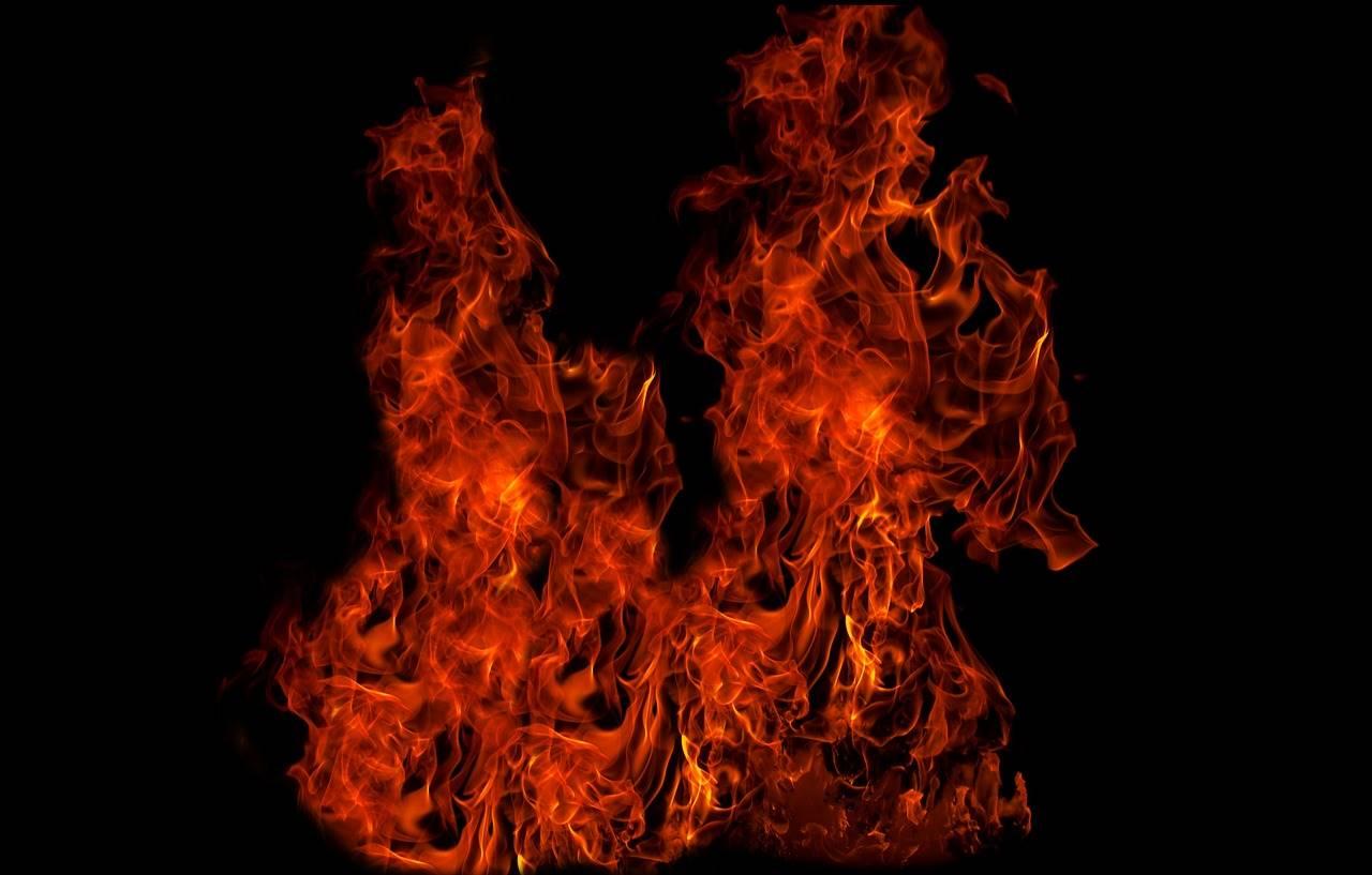 В Египте огонь начал появляться прямо из земли